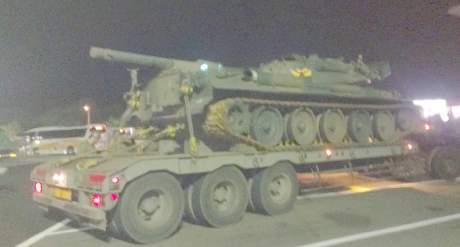 高速道路で戦車に遭遇